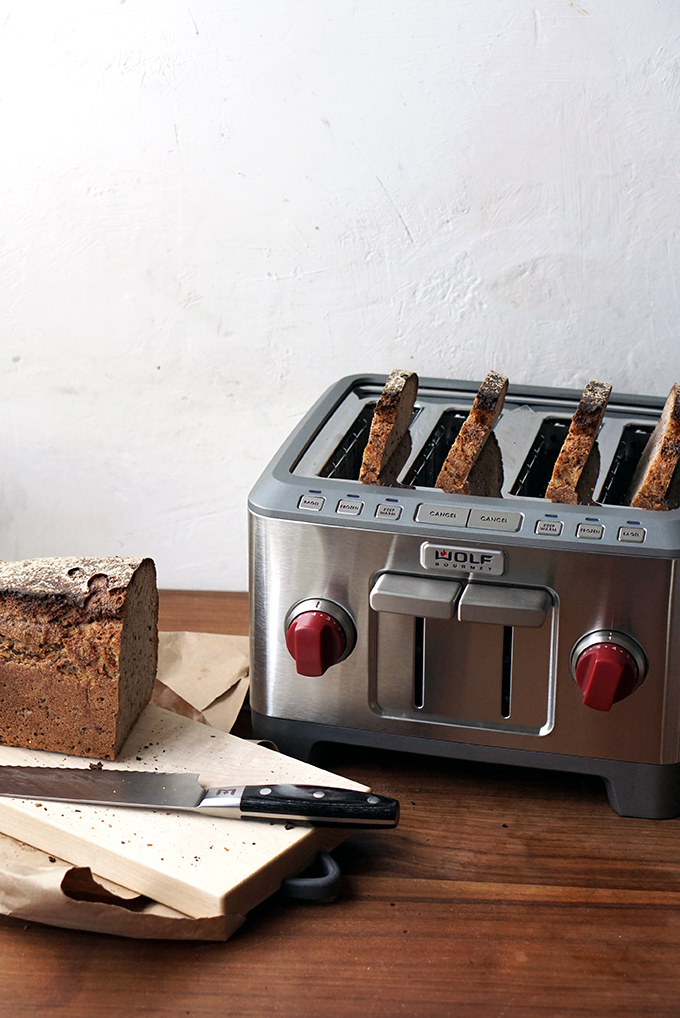 Wolf Gourmet 4-slice toaster and bread knife